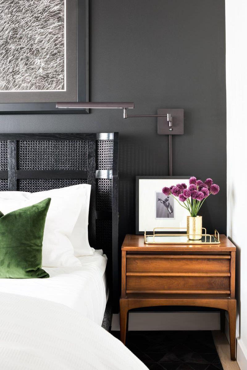 استفاده از گل بنفش در دکوراسیون اتاق خواب ساده و شیک