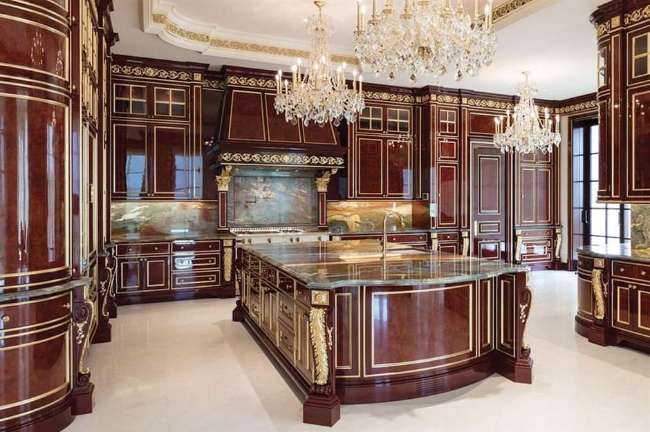 کابینت کلاسیک قهوه ای در آشپزخانه لوکس