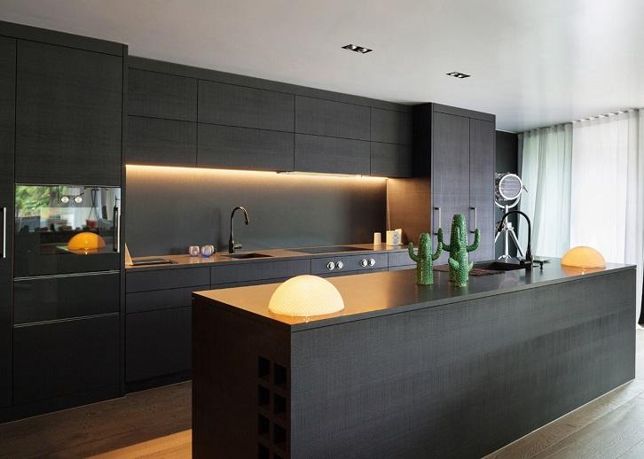 طراحی ساده کابینت های مدرن مشکی در آشپزخانه مدرن