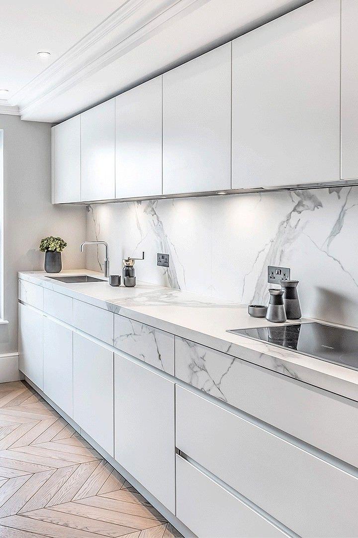 کابینت مدرن سفید با طرح سینگ مرمر در دکوراسیون آشپزخانه