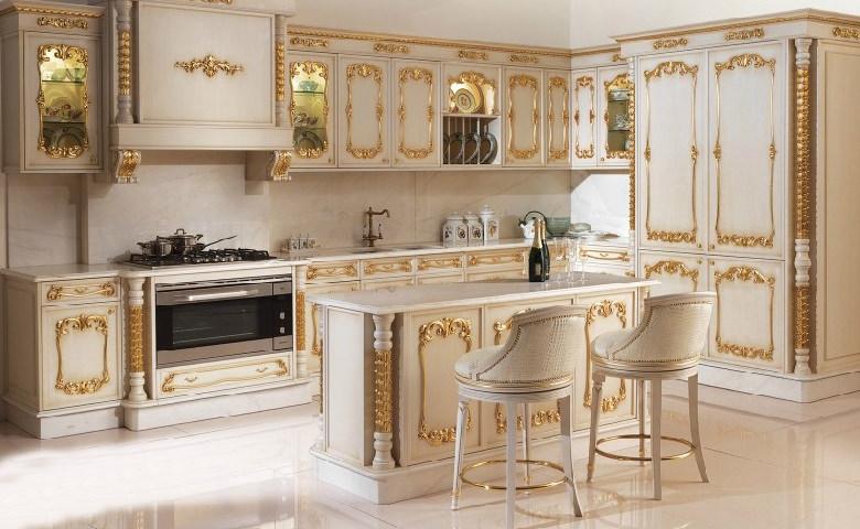 آشپزخانه با کابینت های کلاسیک سفید رومی