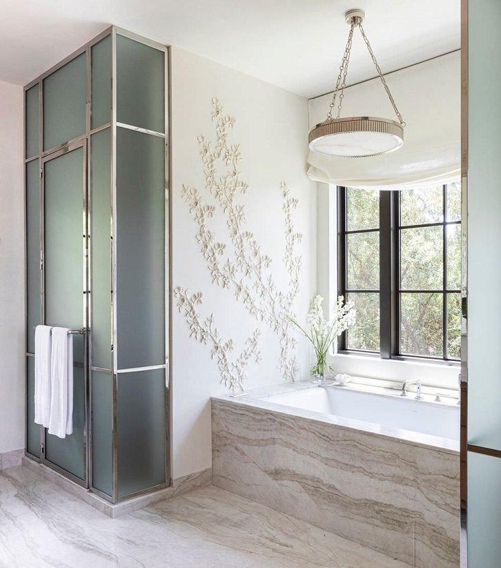 دیزاین دیوار حمام با گچ کاری طرح شاخه گل