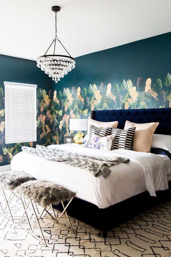 انتخاب رنگ کاغذ دیواری با ایجاد هارمونی رنگ سرمه ای و صورتی