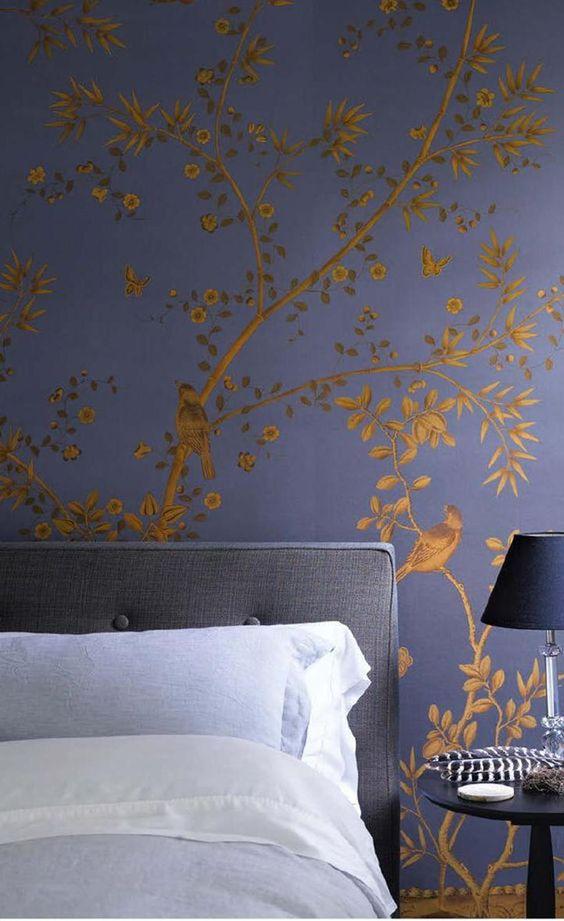 کاغذ دیواری اتاق خواب به رنگ سرمه ای و طرح گل