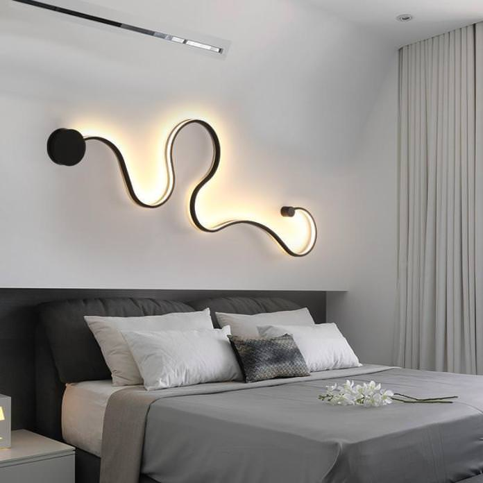 نور تزئینی مخفی دیوار پشت تخت در دکوراسیون اتاق خواب