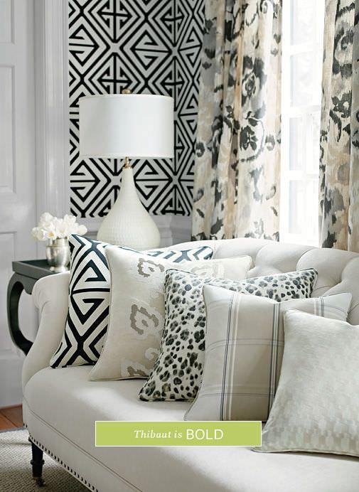نشیمن با رنگ سفید و مشکی، با کاغذ دیواری سفید و مشکی