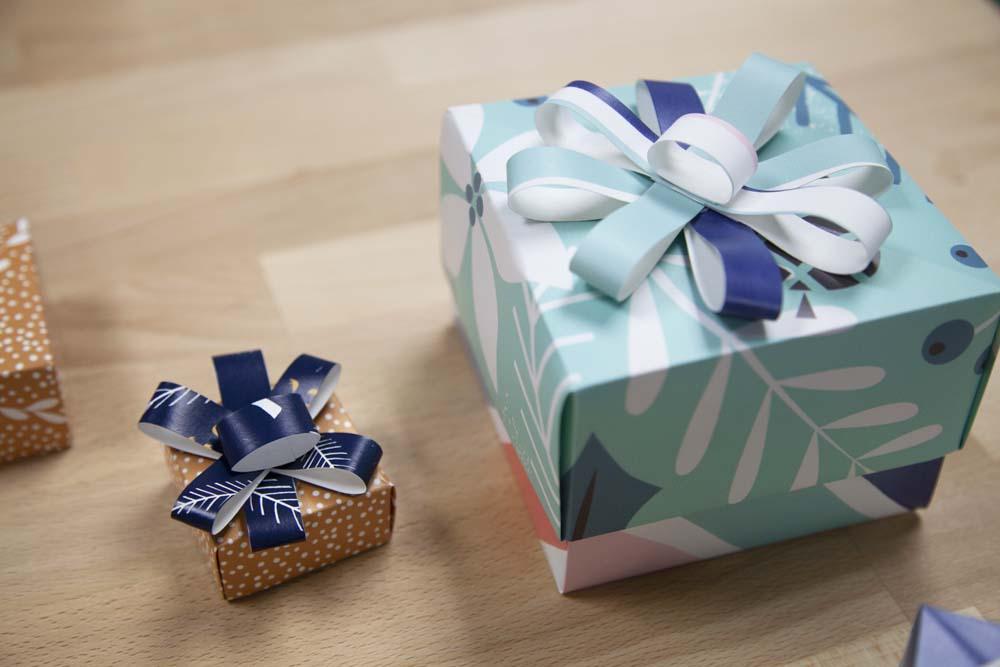روبان جعبه کادویی که با کاغذ دیواری اضافه ساخته شده است
