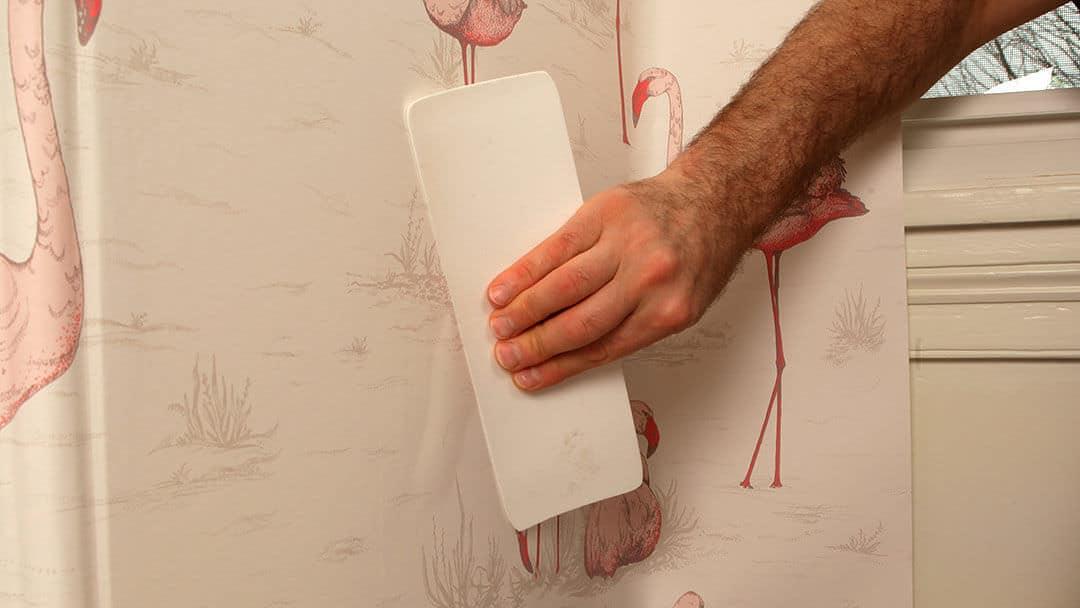 هواگیری کاغذ دیواری بعد از نصب روی دیوار