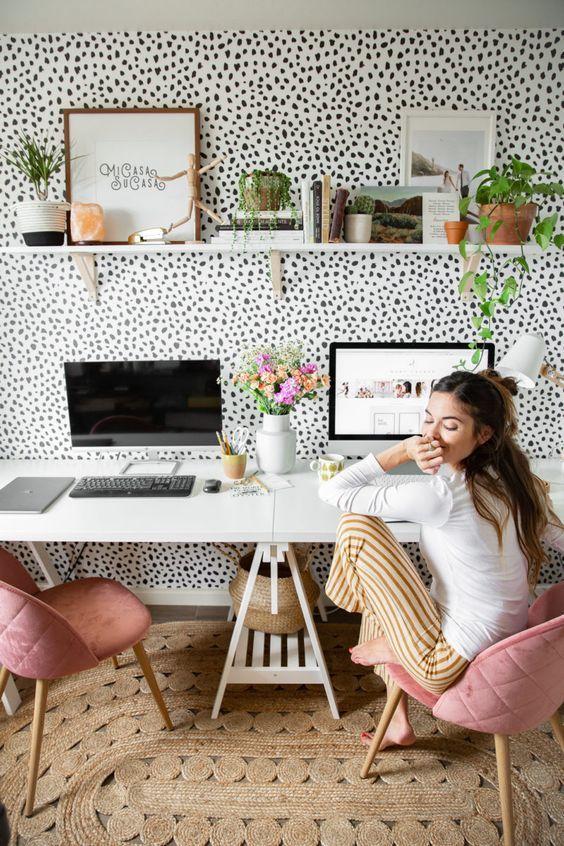 کاغذ دیواری اتاق نوجوان دختر با طرح خال خالی و رنگ سیاه و سفید