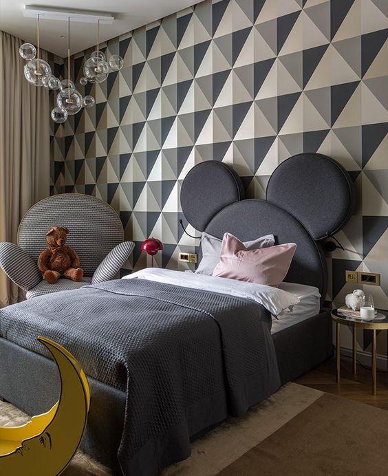 کاغذ دیواری اتاق نوجوان دختر با طرح هندسی و رنگ طوسی و کرم