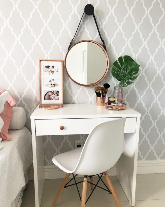 کاغذ دیواری اتاق نوجوان دختر با طرح کلاسیک و رنگ طوسی و سفید