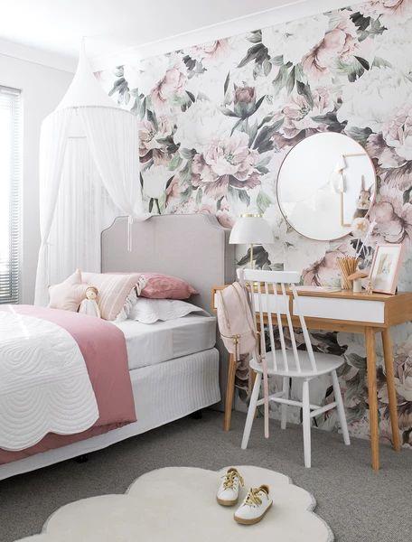 کاغذ دیواری اتاق نوجوان دختر با طرح گل و رنگ صورتی و طوسی
