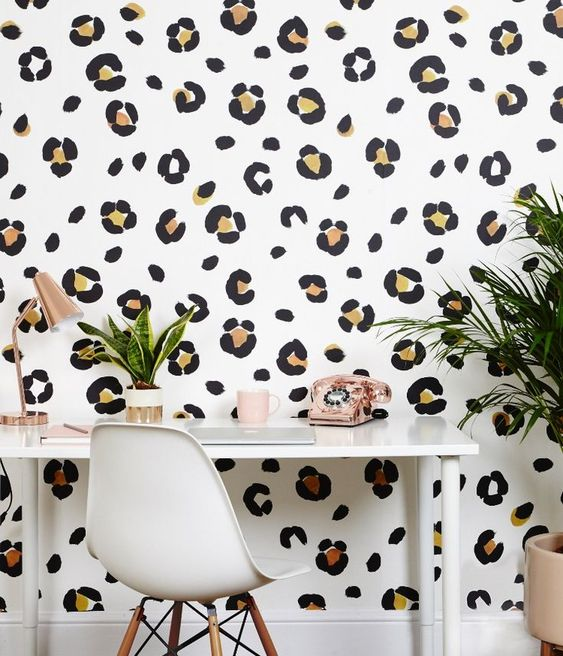 کاغذ دیواری اتاق نوجوان دختر با طرح پلنگی