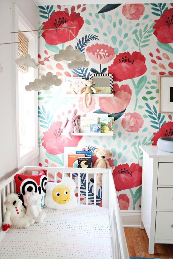کاغذ دیواری اتاق کودک دختر با طرح گل و رنگ قرمز و سفید