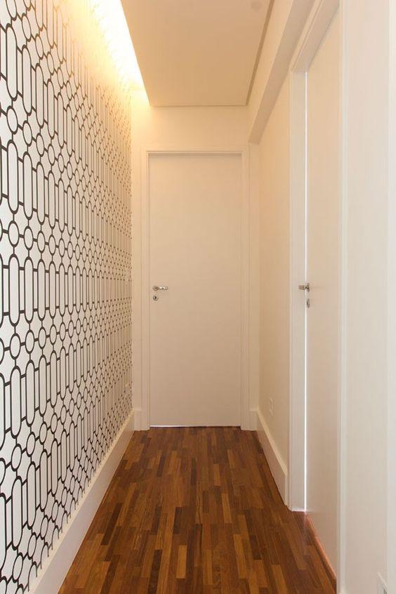 کاغذ دیواری راهرو با رنگ سفید و طرح مشکی