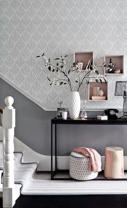 کاغذ دیواری راهرو به رنگ طوسی و طرح کلاسیک