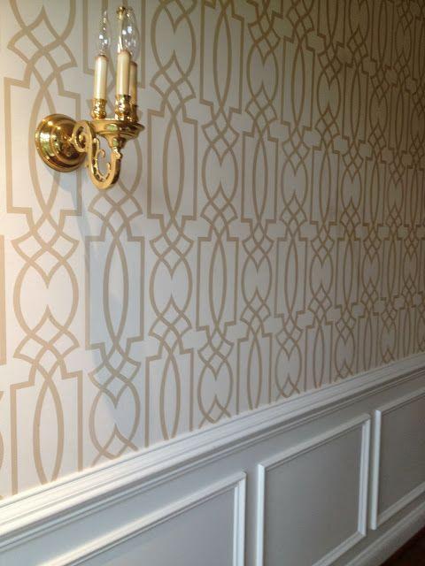 کاغذ دیواری پذیرایی با طرح هندسی به رنگ کرم و قهوه ای