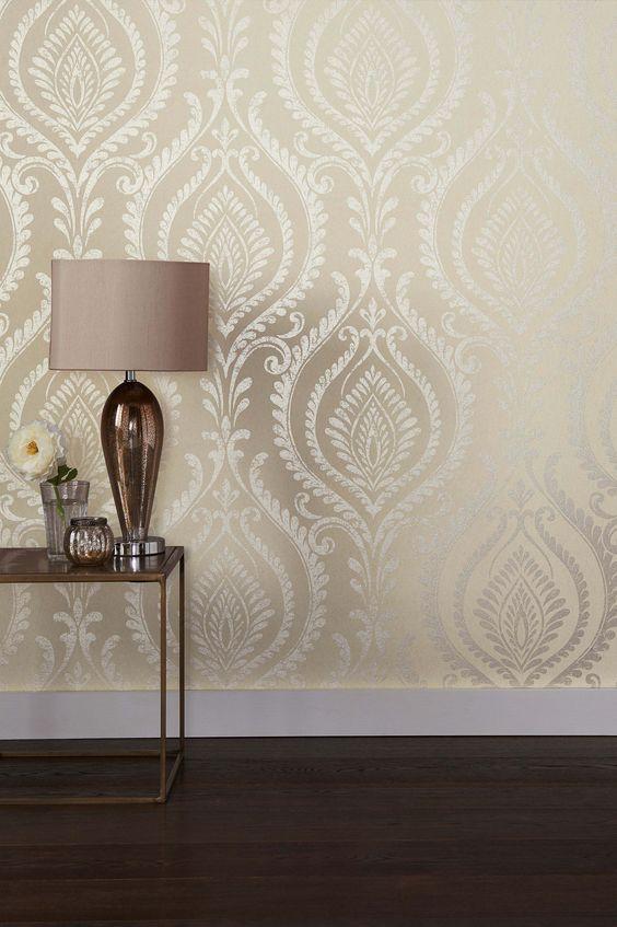 کاغذ دیواری پذیرایی با طرح کلاسیک و رنگ بژ
