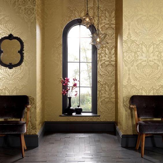 کاغذ دیواری پذیرایی کلاسیک به رنگ طلایی