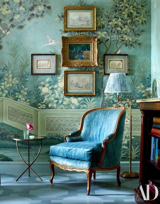 کاغذ دیواری پذیرایی با رنگ آبی و طرح طبیعت