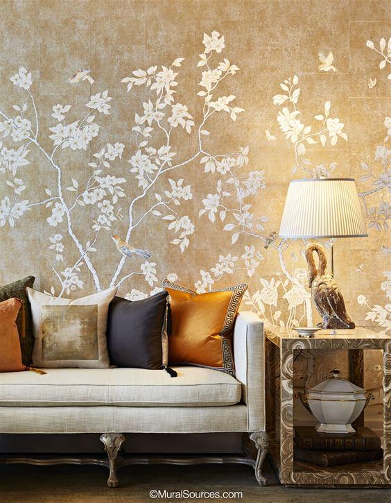 کاغذ دیواری پذیرایی به رنگ بژ و طرح گل