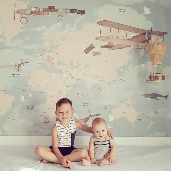 کاغذ دیواری اتاق کودک پسر با طرح نقشه جهان