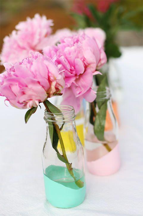 تزئین ظرف های شیشه ای رنگ شده با گل مصنوعی صورتی