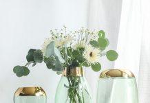 تصویر شاخص تزیین گلدان شیشه ای با گل مصنوعی