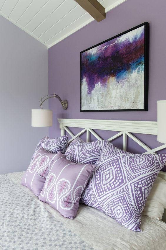 دیوار تاکیدی بنفش برای اتاق خواب