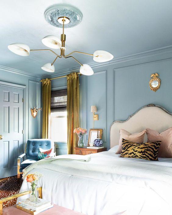 اتاق خواب کلاسیک آبی و سفید