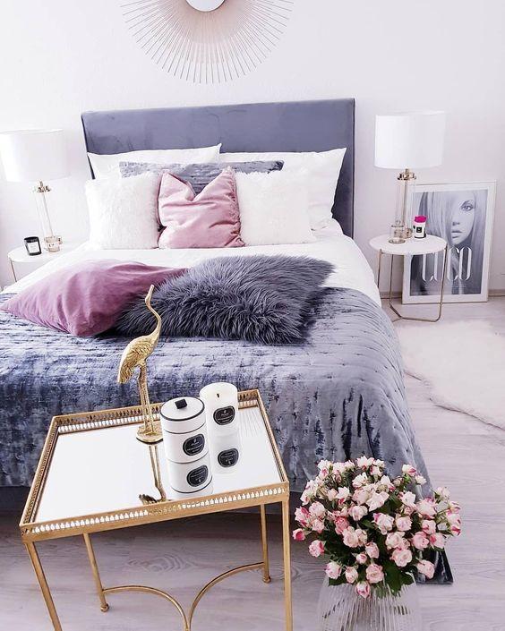 اتاق خواب با دکوریجات و اکسسوری های بنفش