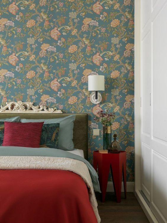 اتاق خواب کلاسیک آبی و قرمز