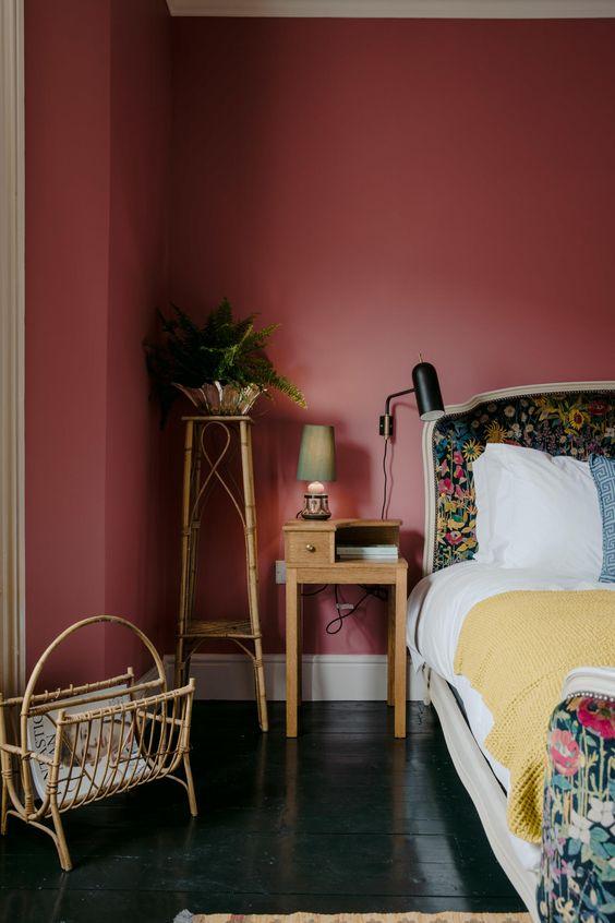 اتاق خواب با دیوار قرمز