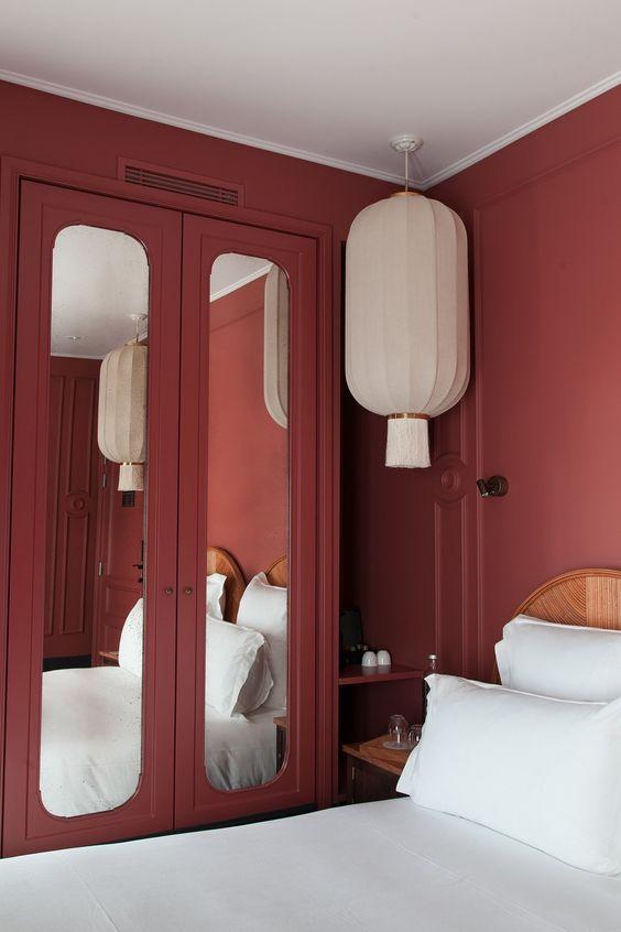 اتاق خواب با دیوار یاقوتی سیر