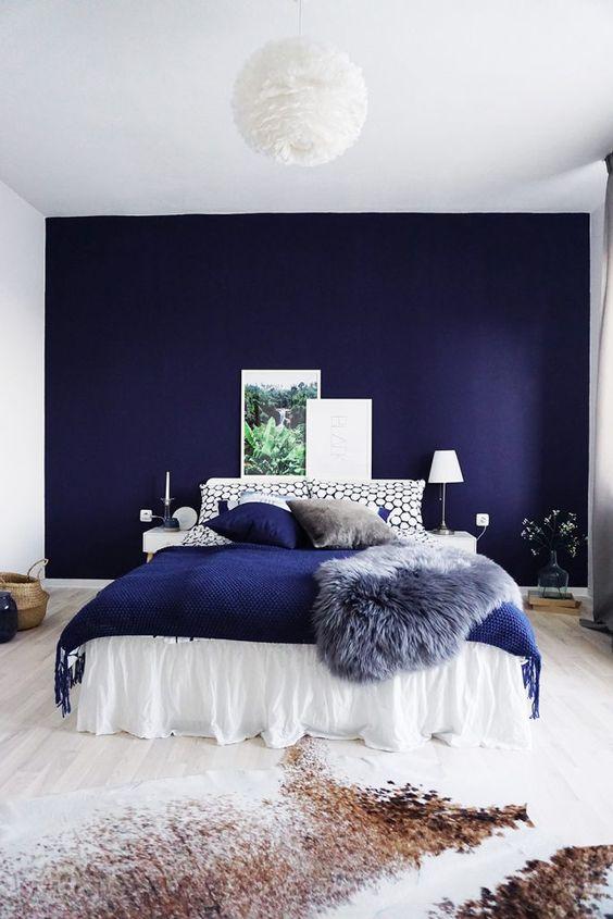 اتاق خواب با دیوار تاکیدی آبی