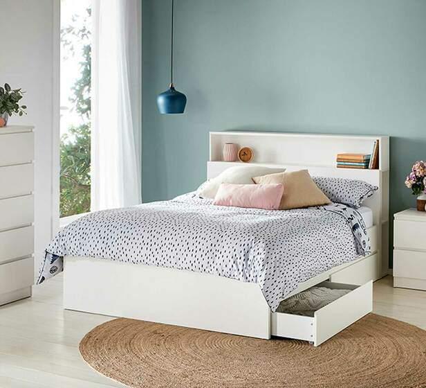 ابعاد سایز یک نفره کشودار که تنها سطح کمی از چهارچوب تخت را پوشش داده است
