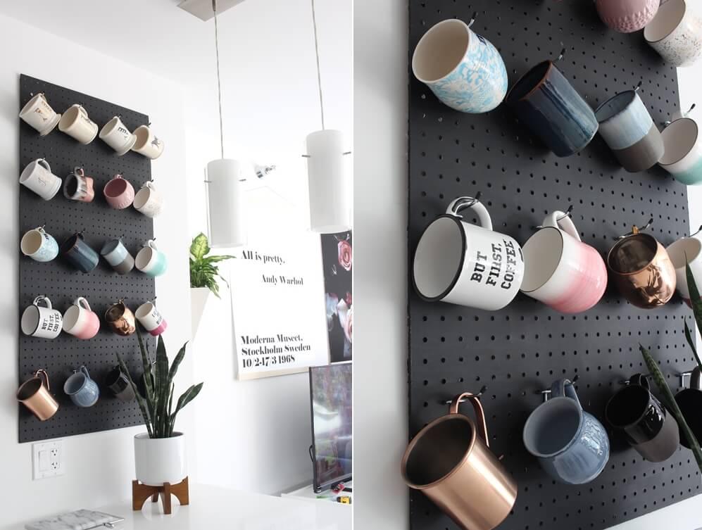 استفاده از پگ بورد برای چیدن لیوان های دسته دار و ماگ روی دیوار آشپزخانه