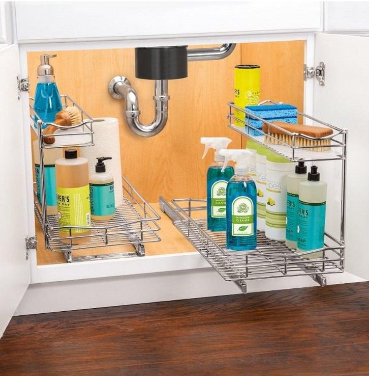 چیدمان کابینت زیر سینک ظرفشویی با سبد ریلی نصب از کف