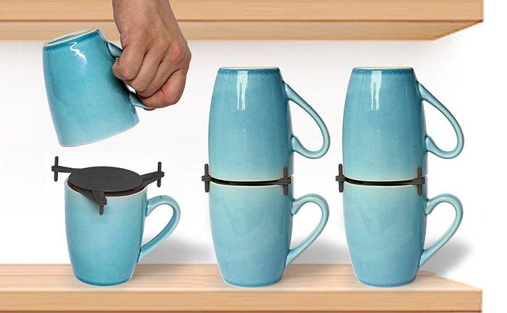 چیدمان لیوان ها داخل کابینت به صورت بر عکس با کمک نظم دهنده