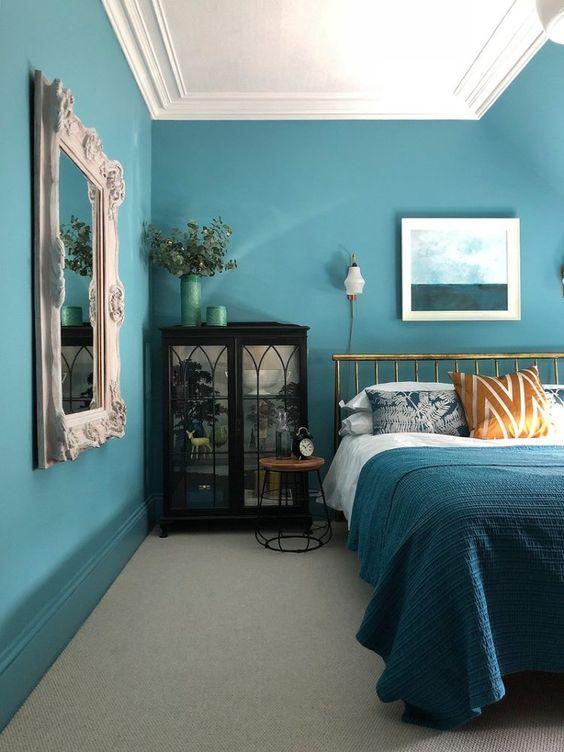 دکوراسیون اتاق خواب سبز آبی و خردلی