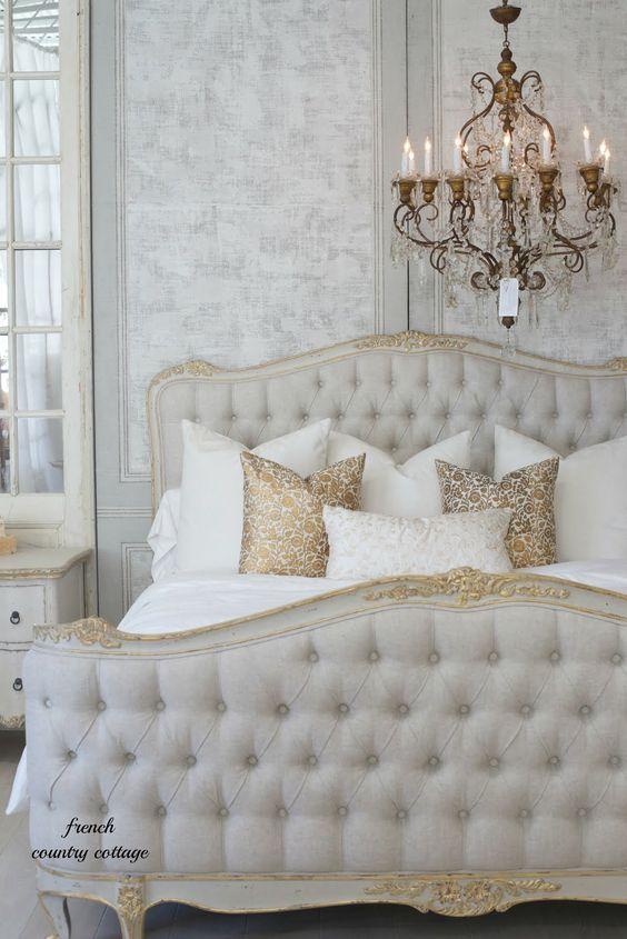 اتاق خواب کلاسیک کرم طلایی