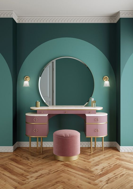 میز آرایش صورتی و دیوار سبز