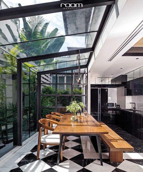 آشپزخانه یکی با حیاط خلوت