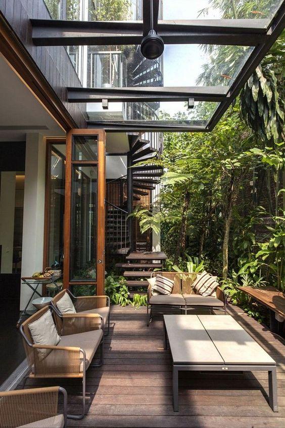 سقف شیشه ای مناسب برای حیاط خلوت