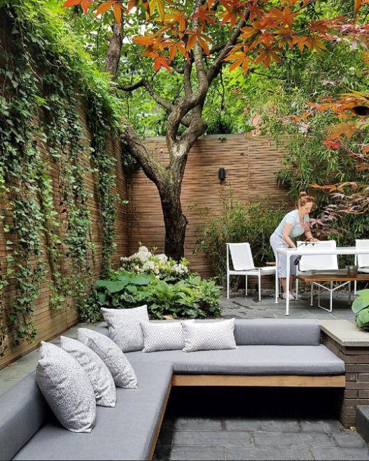 مبل فضای بیرون در حیاط خلوت