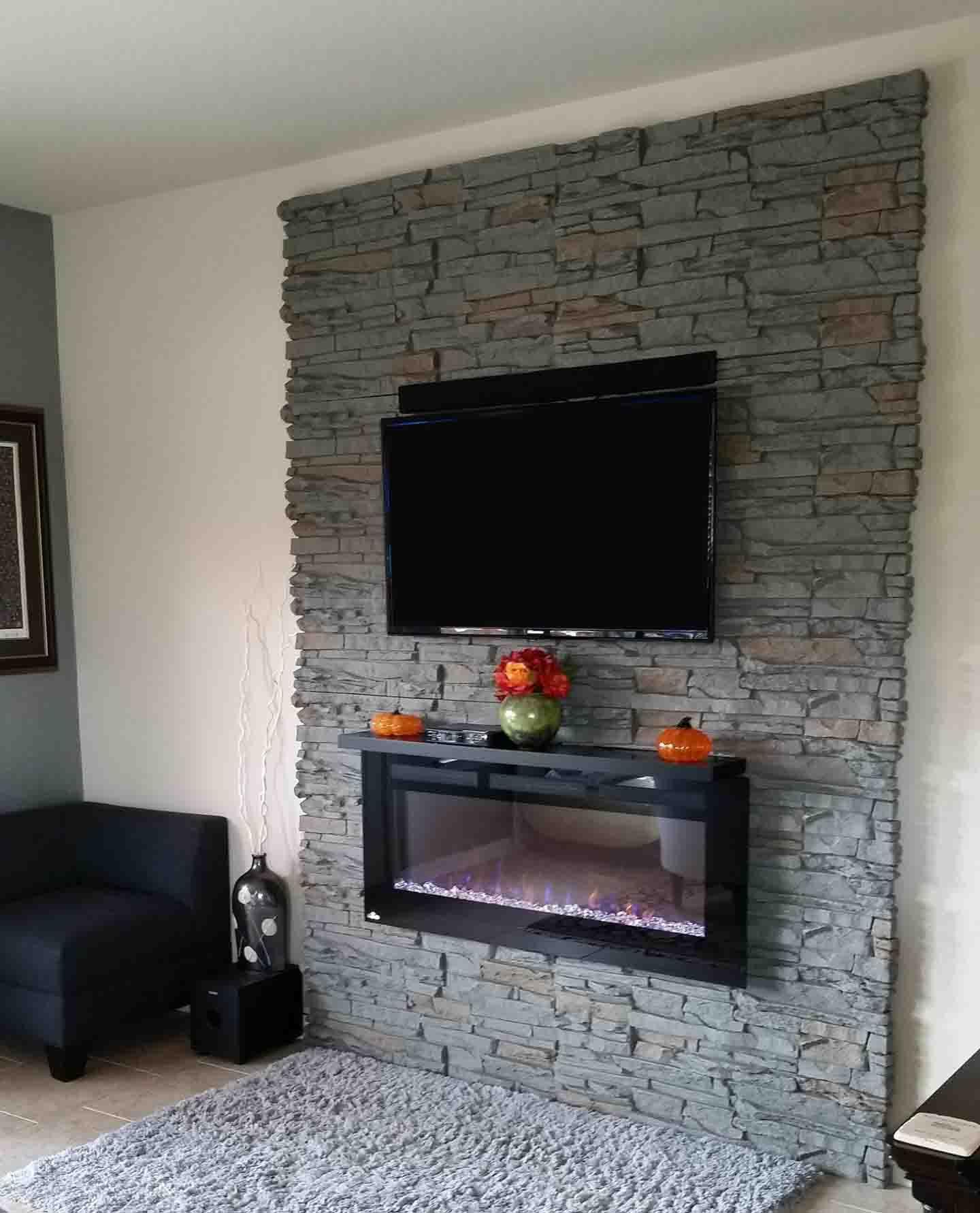 طراحی بخشی از دیوار پشت تلویزیون با سنگ آنتیک تیره