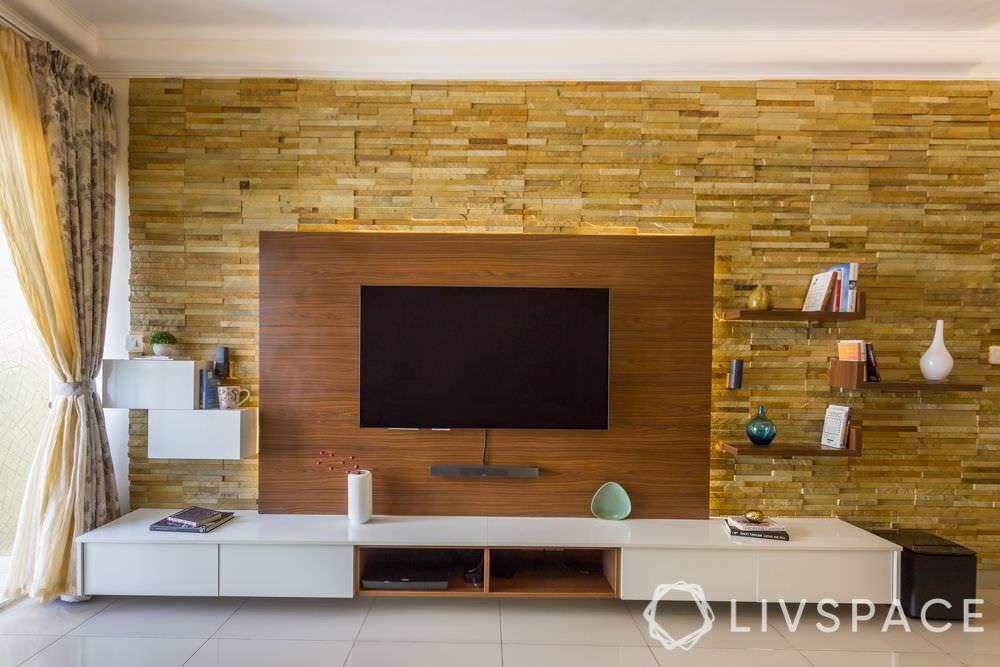 طراحی دیوار پشت تلویزیون با سنگ آنتیک و دیوار کاذب چوبی