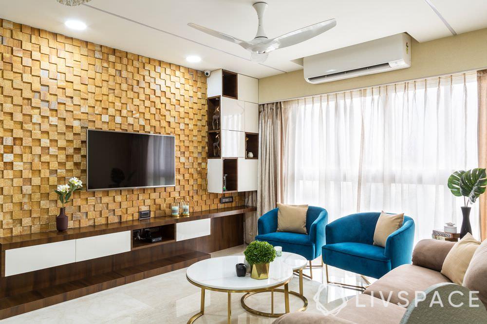 طراحی دیوار پشت تلویزیون با سنگ آنتیک کرم زرد مربعی