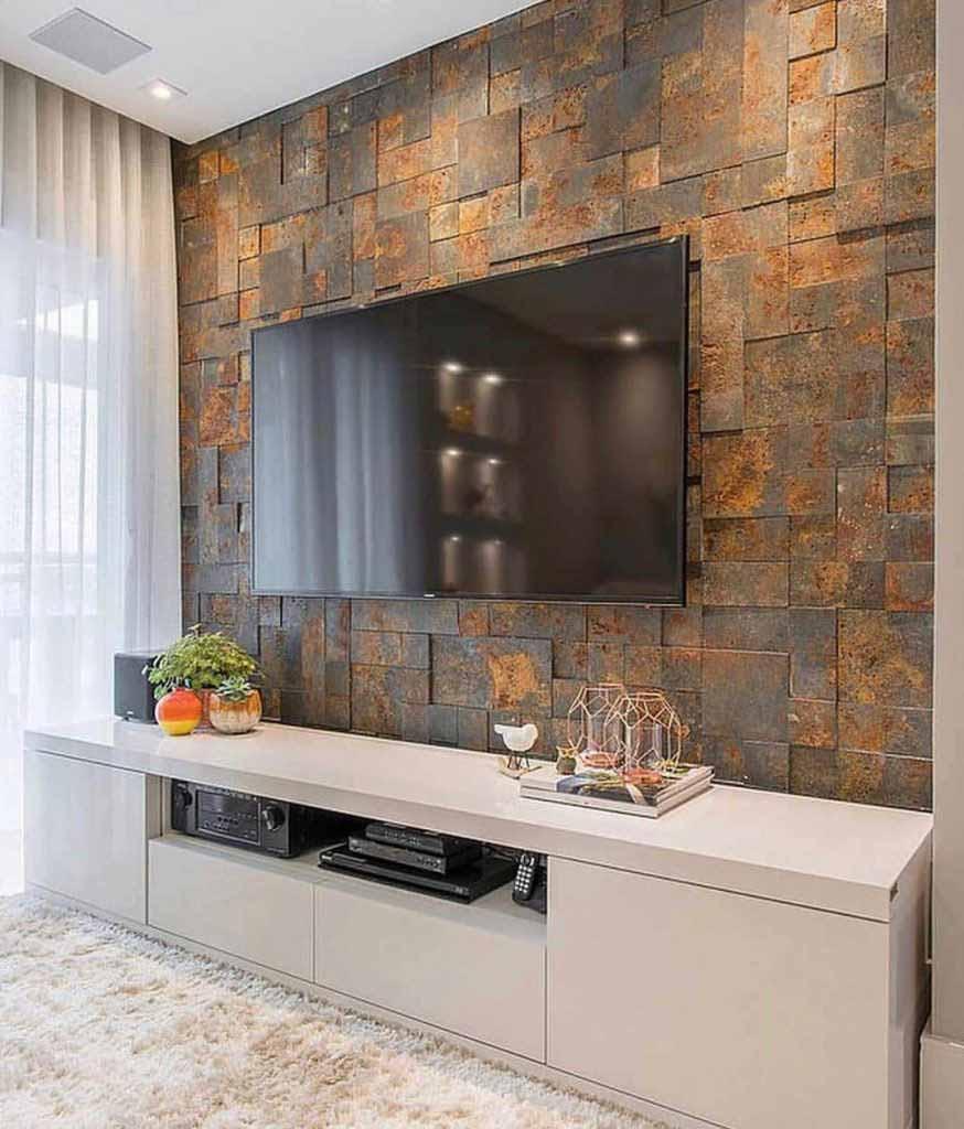 طراحی دیوار پشت تلویزیون با سنگ آنتیک پازلی تیره