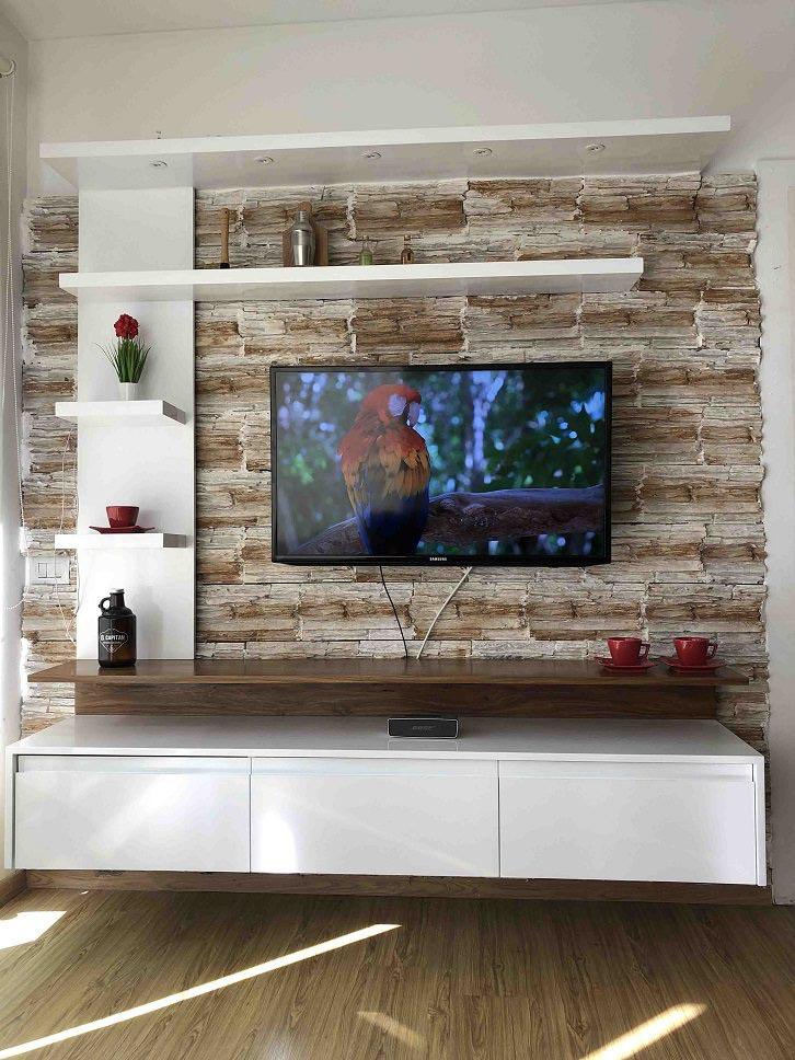 طراحی دیوار پشت تلویزیون با سنگ آنتیک و قفسه های چوبی